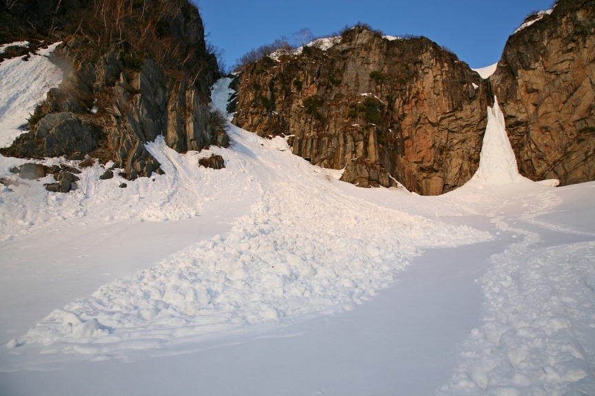 avalanche image from pixabay