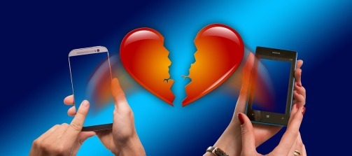 image of broken heart and hands holding mobile phones